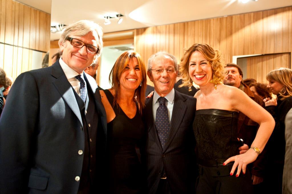 2009 Roberto Snaidero Pres.federlegno con Saro Messina e Raffaella e Silvia